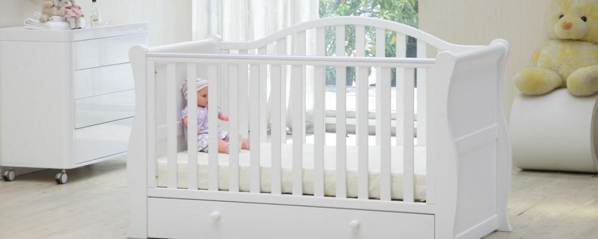Как выбрать и обустроить кроватку для новорожденного