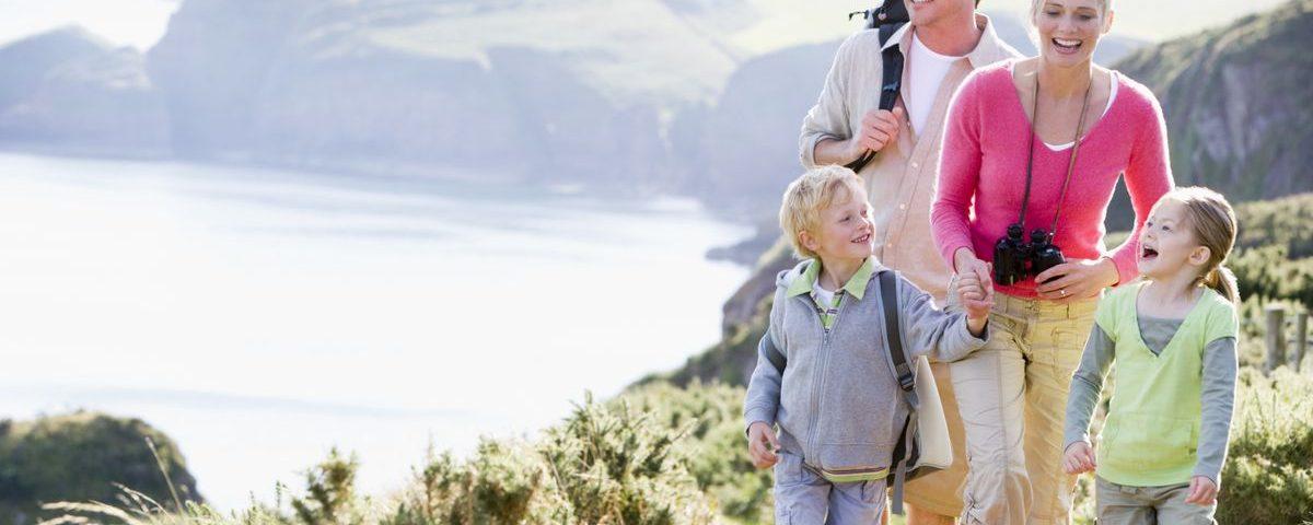 Путешествия ребенка с родителями летом